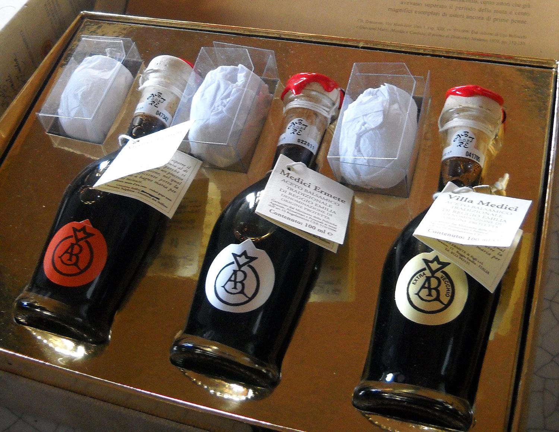 Set_of_traditional_Balsamic_Vinegar_from_Reggio_Emilia